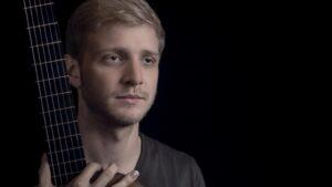 Adam Woch – gitarzysta zagra w21. Ogrodach Muzycznych